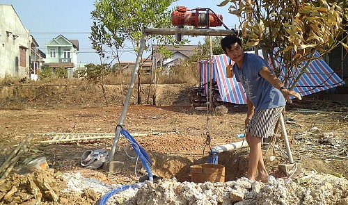 vietnamese province supplies free clean water to residents in drought hit border areas