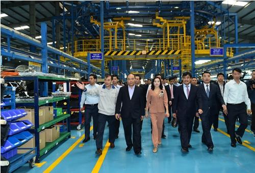 pm visits hyundai thanh cong auto company in ninh binh
