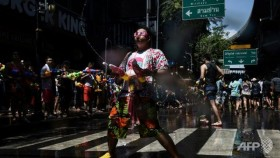Thais soak in new year with nationwide water fight