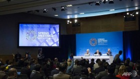IMF warns against protectionism, but strikes word from statement