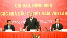 PM meets with Vietnamese investors in Laos