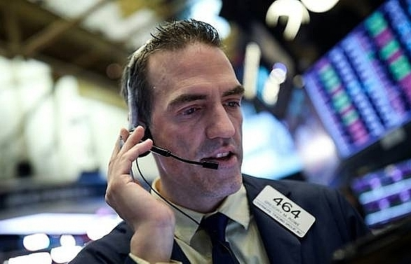 trade war fears push asian stocks lower