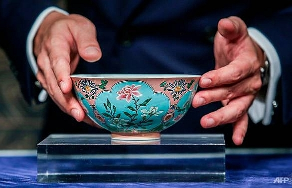 very rare qing dynasty bowl sells for us 304m