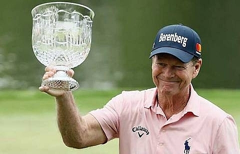 timeless tom watson wins masters par 3 crown at age 68