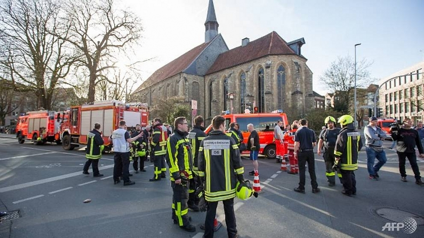 no vietnamese victim reported in car crash in germany