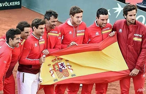 nadal crushes zverev as spain reach davis cup semi finals
