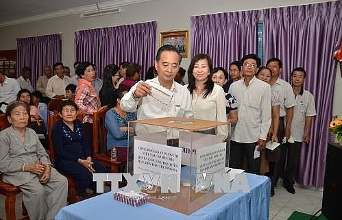 vietnamese in cambodia support truong sa soldiers residents
