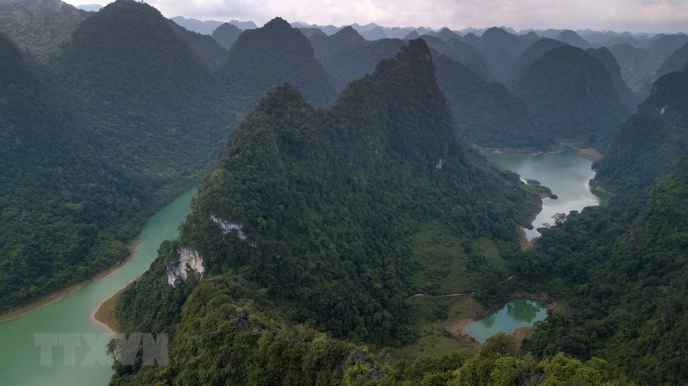 poetic beauty of non nuoc cao bang geopark