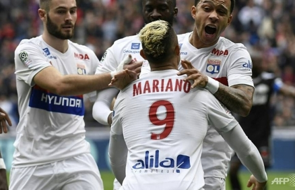 depay helps lyon maintain champions league assault