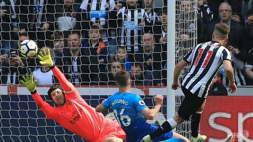 ritchie stars as newcastle hit back to down arsenal
