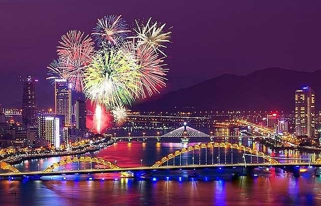 seven international teams join danang fireworks contest