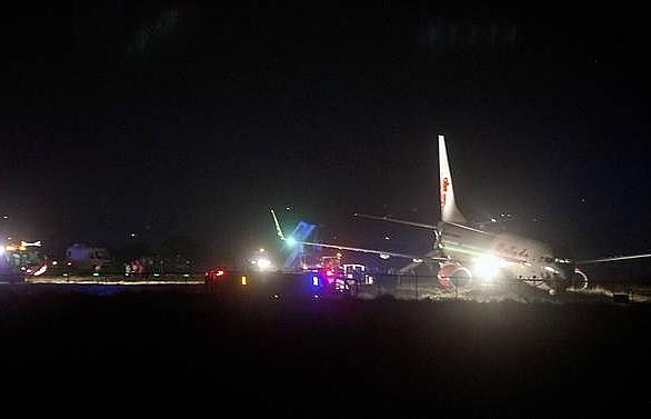 malindo airlines plane skids off runway in nepal