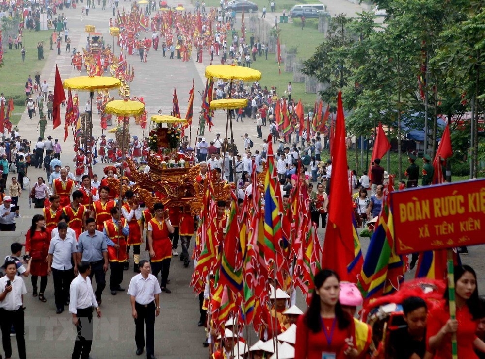 palanquin procession celebrates hung kings temple festival