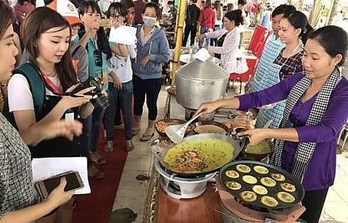 southern traditional cake festival opens in can tho