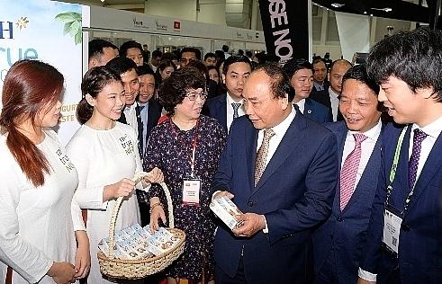 pm visits vietnam food pavilion at food hotel asia 2018