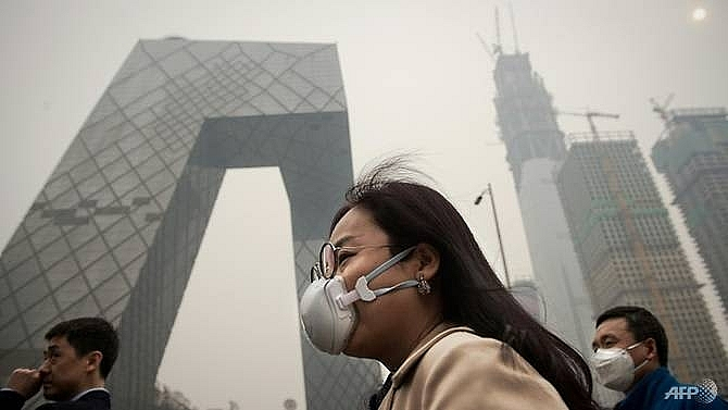 asias pollution exodus firms struggle to woo top talent