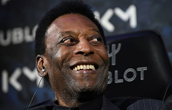 pele to stay in paris hospital for extra night