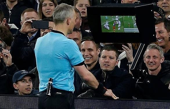 var penalty shows defenders need to adapt says spurs defender vertonghen