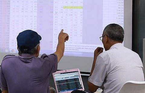 vn stocks rebound on business news