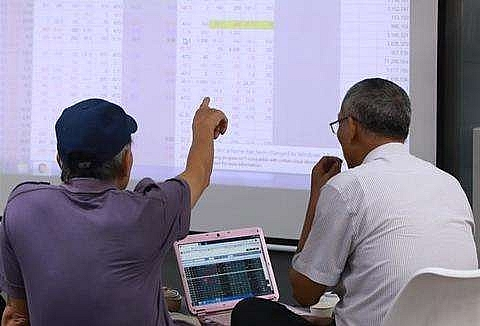 vn stocks rebound on business news
