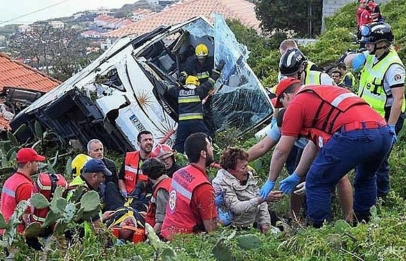 29 german tourists killed in portuguese bus crash