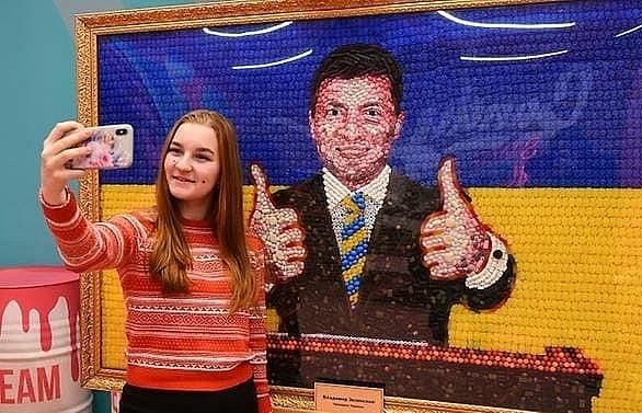 moscow hesitant to welcome ukraines new leader
