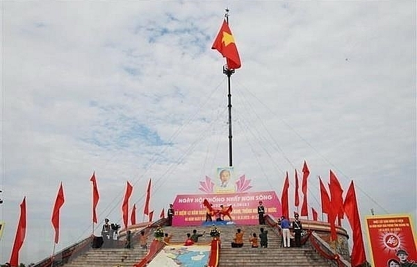 flag raising ceremony in quang tri marks national reunification day