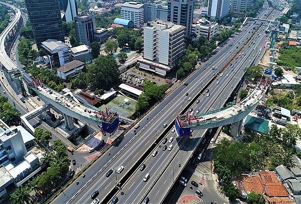 adb projects indonesias economic growth at 25 percent