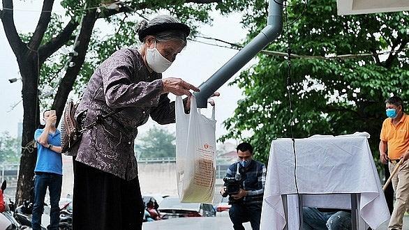 hue da nang cities set up free rice atms