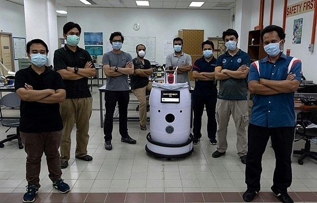 malaysia newly created robot to help doctors check on covid 19 patients
