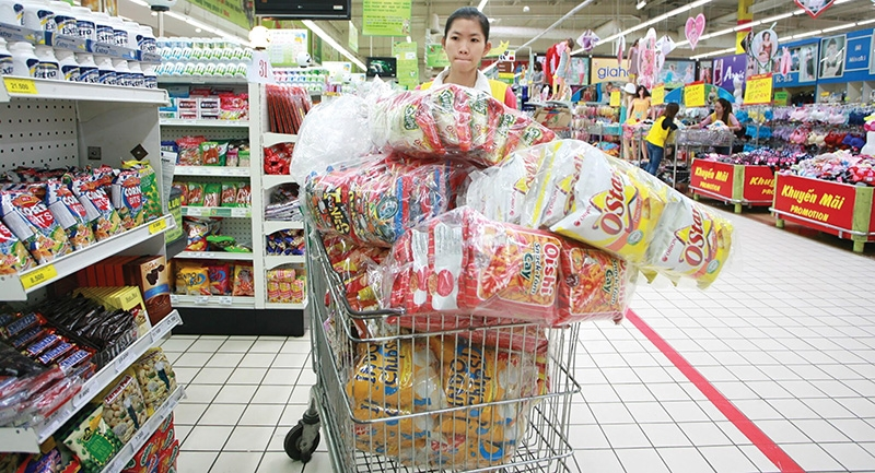 supermarkets hammer out details on future of plastics