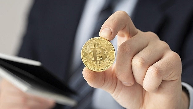 bitcoin hits record high above 62000