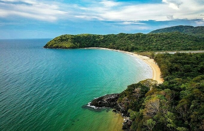 con dao island home to one of 25 most beautiful beaches worldwide