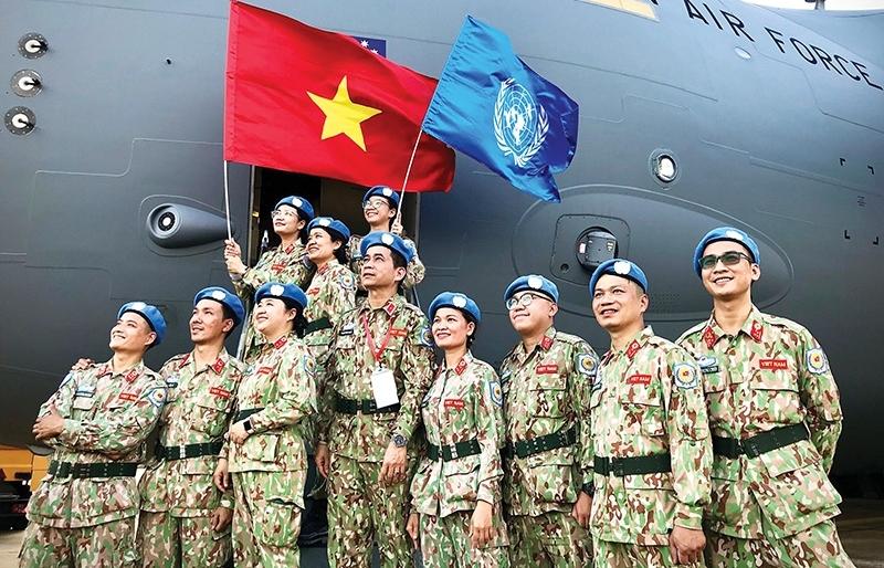 Vietnam demonstrates leadership at top talks