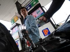 gasoline diesel prices drop on world trend