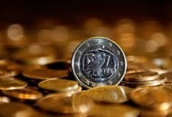 euro sinks on rising greece worries