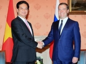 Vietnamese PM holds talks with Russian counterpart