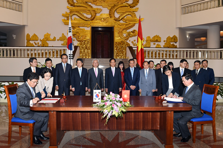 PM witnesses VN-KoK trade agreement signing