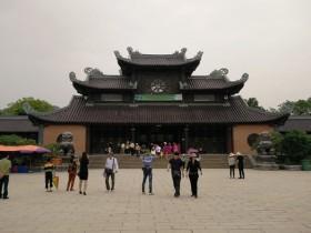 Vietnam's biggest pagoda a popular draw for tourists