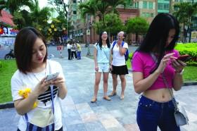Smartphone addiction in Vietnam through photos