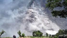 Thousands head home as Nepal landslide flood fears ease