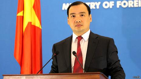 vn demands china stop construction on hoang sa truong sa
