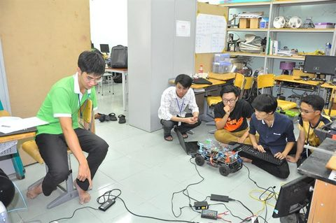 vietnamese students compete in self driving car contest