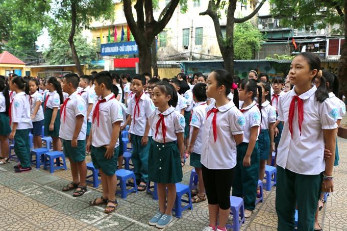 school enrollment time a headache for ha noi parents