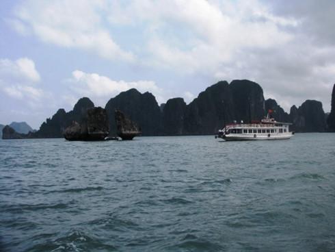 Khách du lịch đến vịnh Hạ Long sẽ phải trả gấp đôi cho bến tàu du lịch