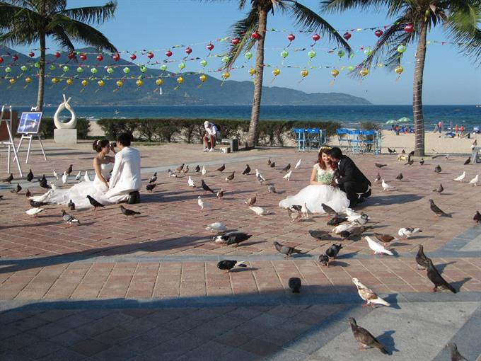 Không gian cộng đồng mở cho khách du lịch trên bãi biển Mỹ Khê