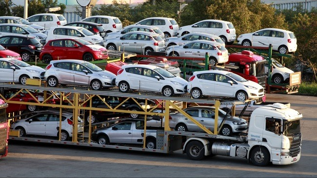 All Vietnamese businesses can import cars now