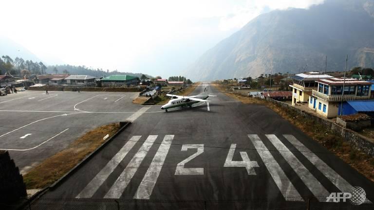 co pilot in plane crash near everest dies of injuries