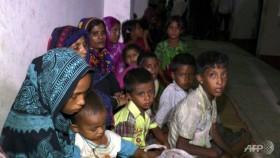 300,000 evacuated as cyclone approaches Bangladesh