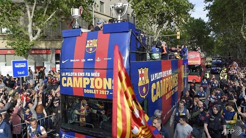 barcelona celebrates la liga copa del rey double win